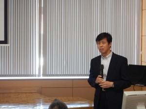 講演を行う 長崎大学大学院工学研究科 蒋教授