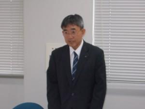 開会の挨拶を述べる業務研修委員会小野委員長
