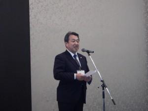 祝賀会開催の挨拶を述べる谷川代表理事