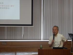講演を行う、長崎大学大学院工学研究科 中村 教授