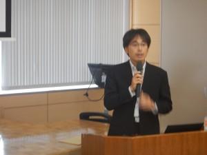 講演を行う、国土防災技術株式会社 佐藤 課長様
