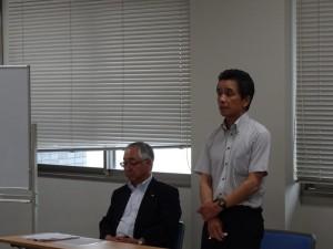 開会の挨拶を述べられる講師の清水先生(右)と同講師の山口先生