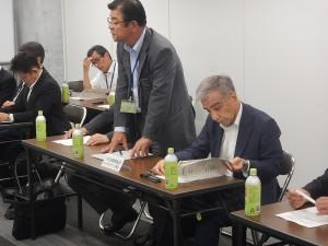 挨拶を述べられる長崎県測量設計コンサルタンツ協会 安部 会長 様